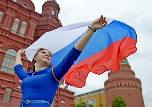 Праздник народный, праздник красивый — вместе отметим День флага России!