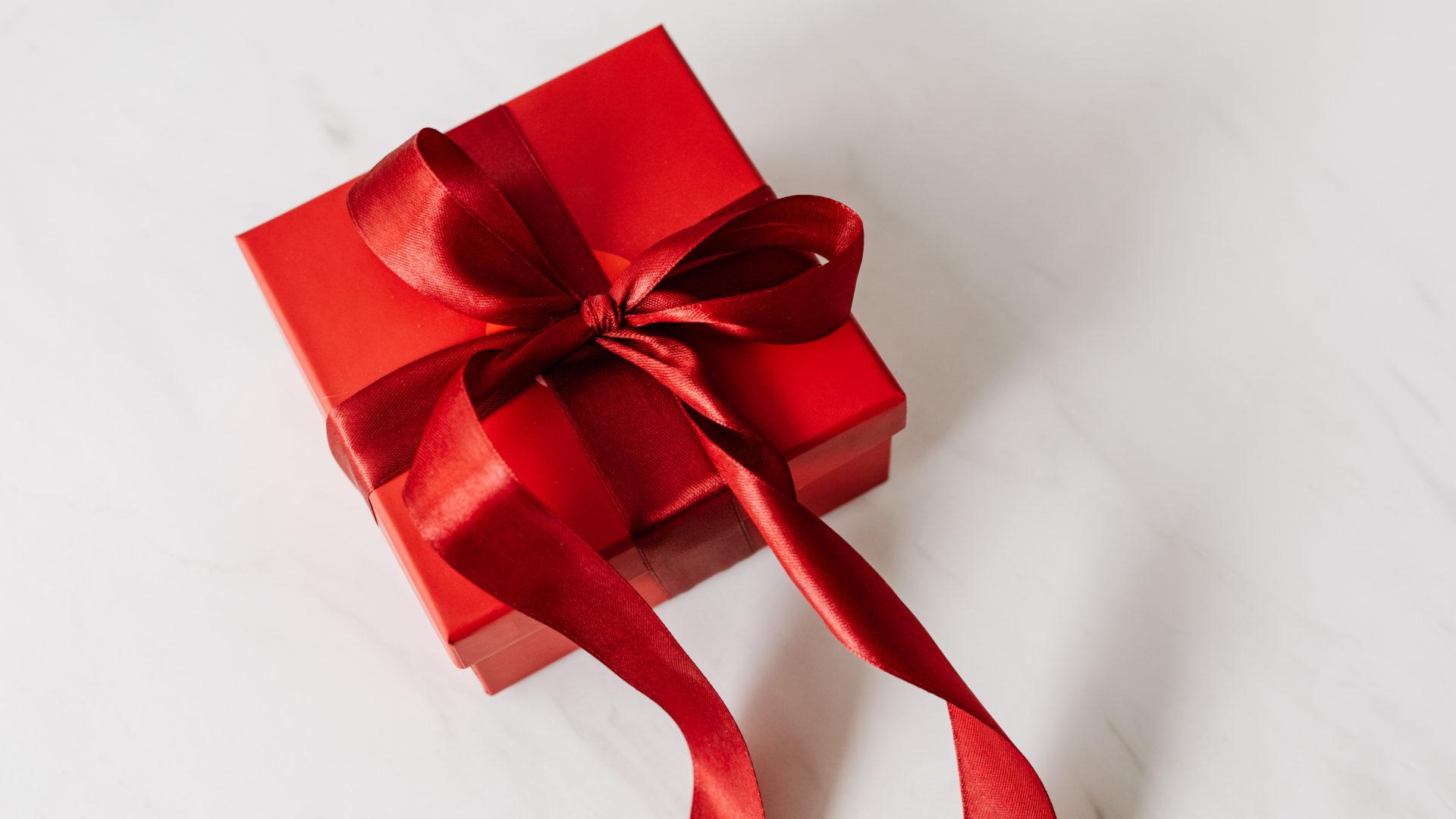 КОРОБКА С СЮРПРИЗОМ: 7 преимуществ бизнес-подарков