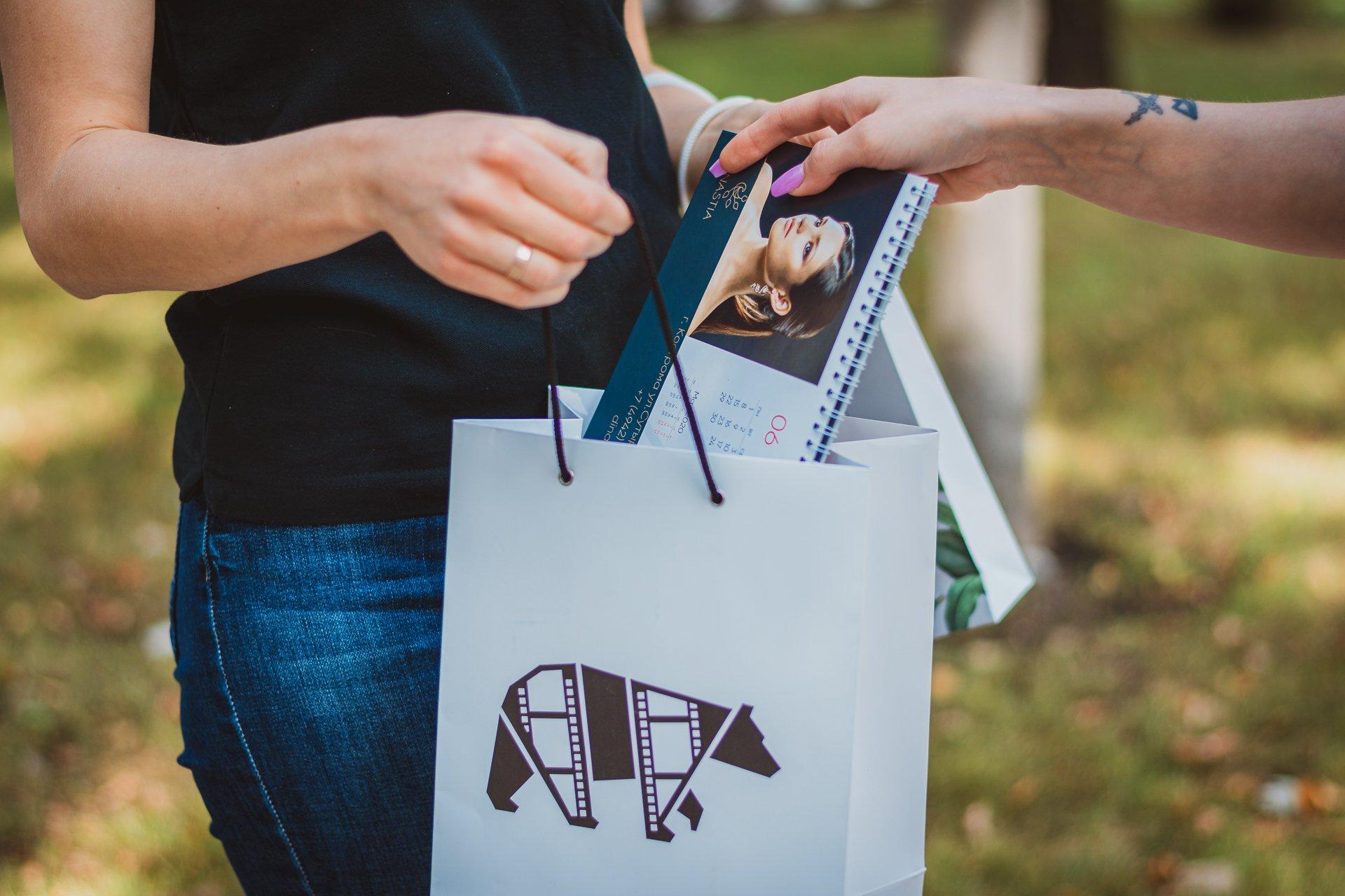 Встречают по коробке: как упаковать корпоративные подарки
